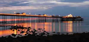 llandudno pier at night